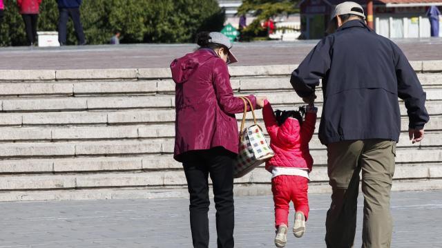 Negyvenmillió forint állami támogatást is kaphat egy fiatal pár, ha három gyermeket vállal és új lakást vesz