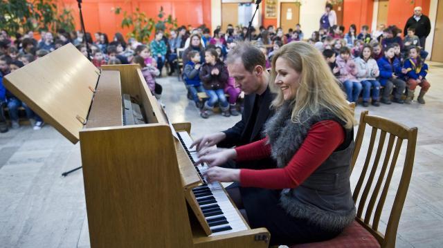Zenevarázslat: négykezes zongoraverseny és kurzus Egerben