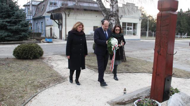 A kommunizmus áldozatai előtt tisztelgett Komárom