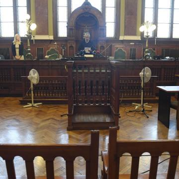 A tárgyalóteremben vették őrizetbe a kábítószer-kereskedelemmel vádolt makói házaspárt