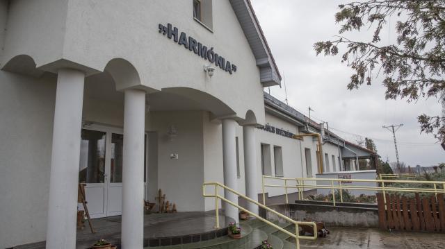 Átadták a Harmónia segítő intézmény házait Kaskantyún