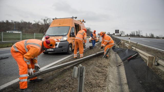 Forgalomlassulással járhat az M7-es márciustól folytatódó felújítása
