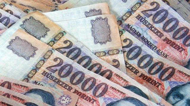 Hat éve folyamatosan emelkednek a bérek Magyarországon - VIDEÓ
