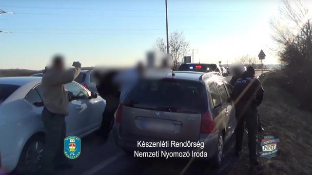 Kilencmillió forint értékű kábítószert találtak egy autóban