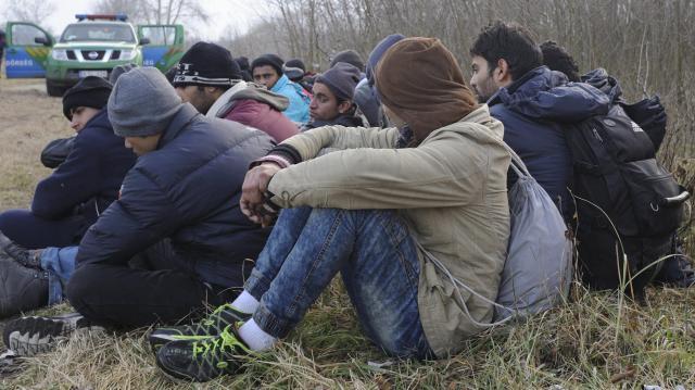 Macedón és szerb kamionokban bújtak meg