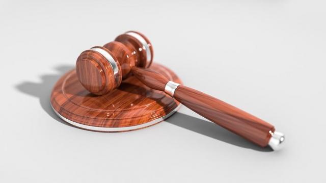 Szexképekkel zsaroló pár ellen emeltek vádat Keszthelyen