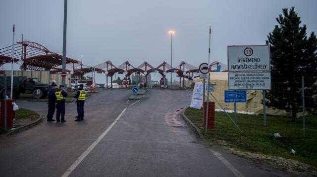 Szünetel a határforgalom a Beremendnél