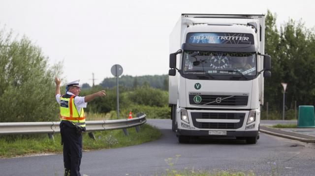 Több száz szabálytalan buszost és teherkocsist kaptak el egy hét alatt