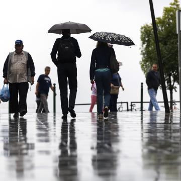 Esővel érkezik a március