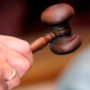 Felfüggesztettet kapott a kisgyereket súlyosan bántalmazó pár