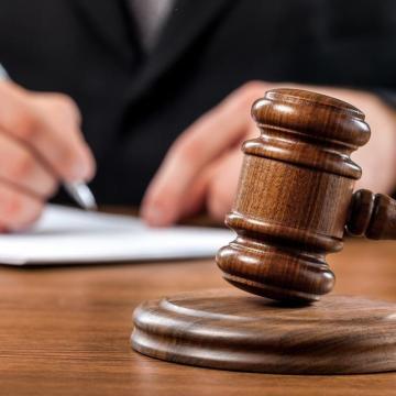 Korrupciós bűncselekmény miatt emeltek vádat