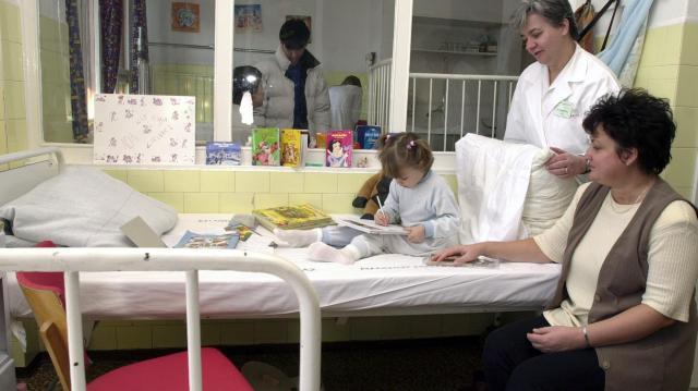 Márciusban kezdődik a szülőknek fenntartott kórházi ágyak beszerzése