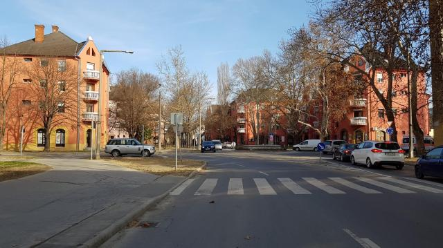 Megváltozik a forgalmi rend a Kisfaludy utcában