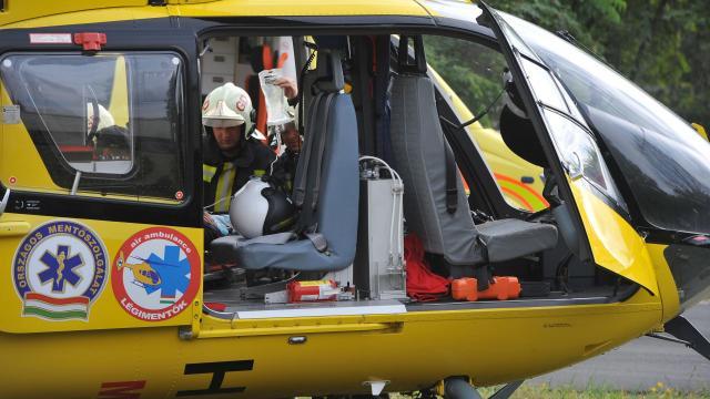 Mentőhelikopter is érkezett segíteni miután vonattal ütközött egy terepjáró Mikepércsen