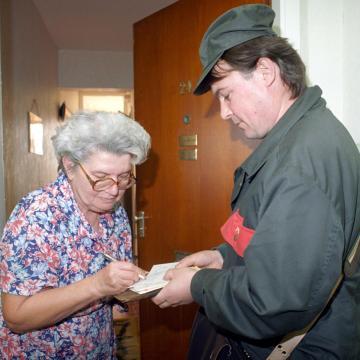 Tíz százalékos béremelésről állapodtak meg a postánál