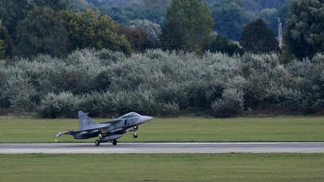Éleslövészet közben megsérült az egyik magyar vadászgép