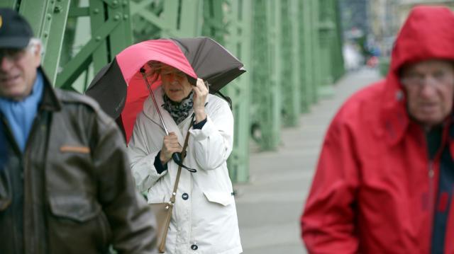 Hózáport is hozhat a viharos szél