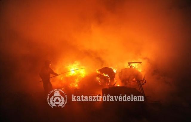 Két nagy tűzhöz is siettek a tűzoltók