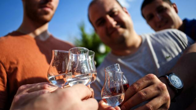 Magyarország nem támogatja az otthoni pálinkafőzés megadóztatását