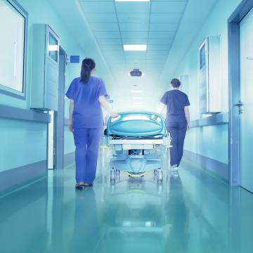 Tizenhat korszerű lélegeztetőgéppel gazdagodott a klinika