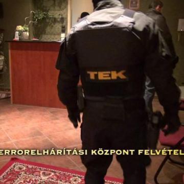 Adóhatósági kormánytisztviselőket gyanúsítanak vesztegetéssel Debrecenben