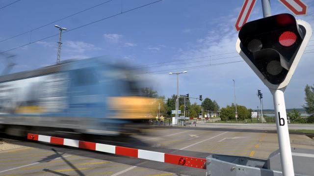 Bozóttűz miatt késnek a vonatok a Budapest-Debrecen-Záhony vonalon