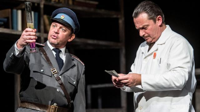 Cseppben az élet - Új sorozat indul szombaton a Duna Televízióban Béres József feltalálóról