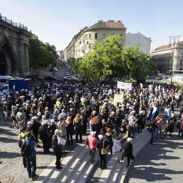 Demonstráció miatt forgalomkorlátozás lesz csütörtökön Budapesten
