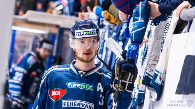 Erdély Csanád szerződést hosszabbított a fehérvári jégkorongcsapattal