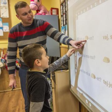 Már ötvenötezer tanár szerezte meg a pedagógus II. fokozatot