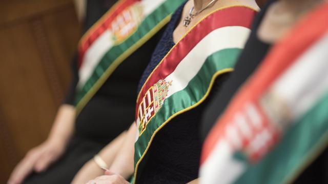 Papírok nélkül hontalan volt, most Szegeden újra magyar állampolgár lett Békési Ilona