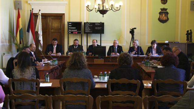A szavazatszámláló bizottságok tagjairól is döntenek – Napirenden Komárom