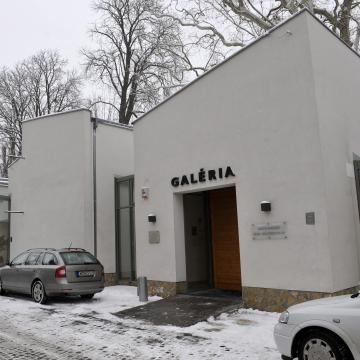 Az időre reflektálnak fiatal képzőművészek a szentendrei MANK Galéria új kiállításán