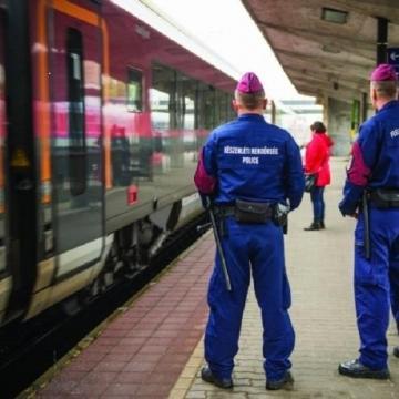 Fokozottan ellenőrzi a vonatokat és vasútállomásokat a rendőrség