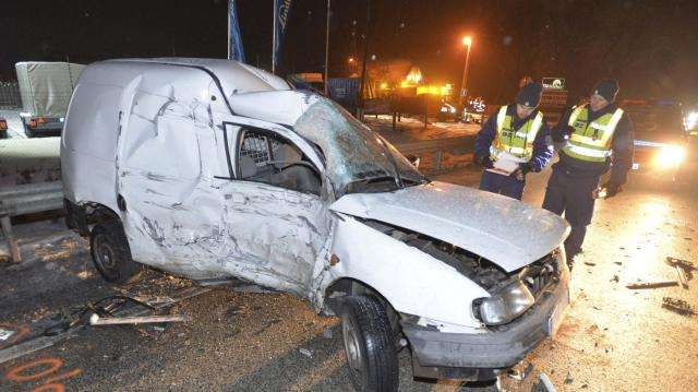 Lezárták az M6-os autópályát Pécs felé Tolnánál