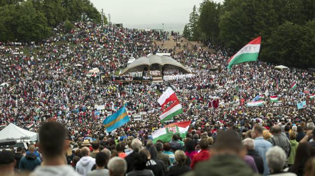 Még pályázhatnak támogatásra a csíksomlyói pápalátogatásra utazó fiatalok