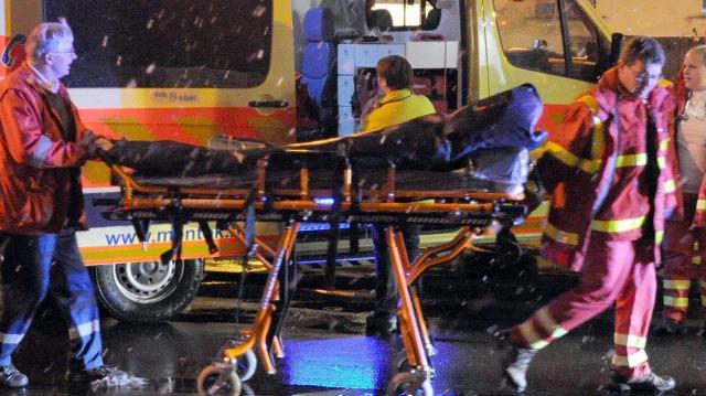 Rendőrök mentettek meg egy kilencedikről kiesett férfit Budapesten