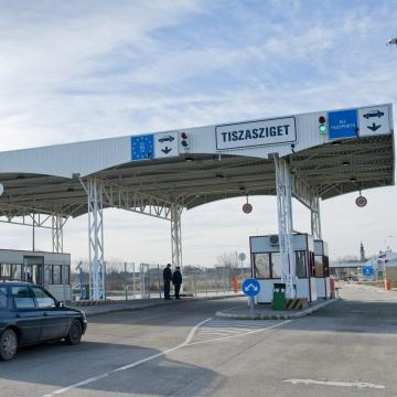 Szünetel a határforgalom Tiszaszigetnél
