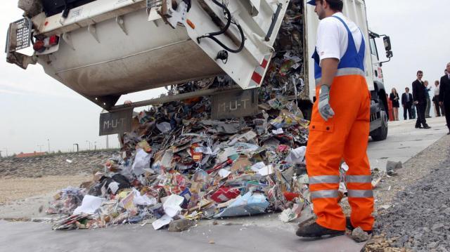 Telefonügyelettel is küzdenek az illegális hulladéklerakás ellen Kaposváron