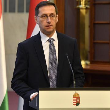 Varga Mihály: a keresetek a gazdasággal együtt nőttek