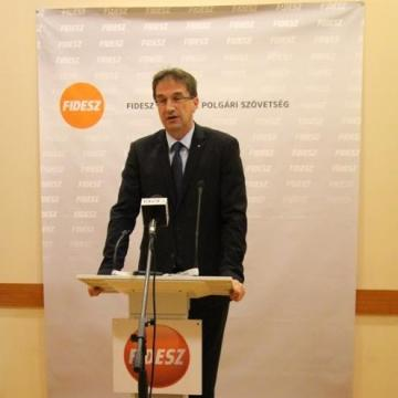 Völner: a Stop Soros továbbra is Brüsszel bevándorláspárti terveinek útjában áll