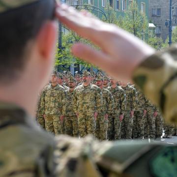 Debrecen főterén fogadták a Koszovóból visszatért békefenntartó katonákat