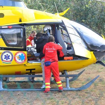 Helikopterrel vitték kórházba az életveszélyesen megszúrt asszonyt
