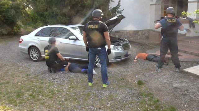 Rendőrök a drogtanyán