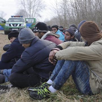 Tizennégy határsértőt találtak egy kamionban Csanádpalotán