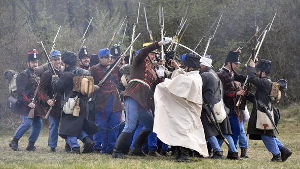 Újrajátszották a győztes isaszegi csatát