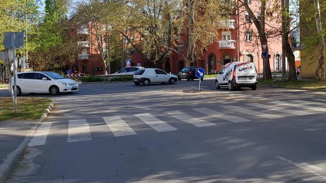 Lassabb a közlekedés az Arany János utcában