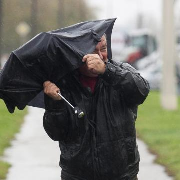 Szeles hidegből nyári melegbe fordul az időjárás a rövid munkahéten
