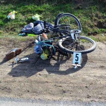 Túl közel ment a teherautó, elsodorta a biciklist