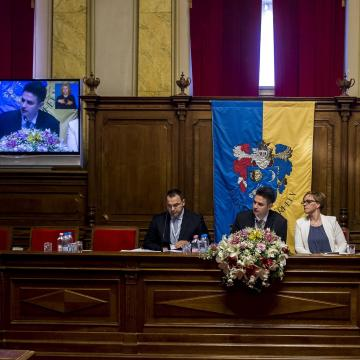 Éles vita az önkormányzat finanszírozásának felfüggesztése miatt